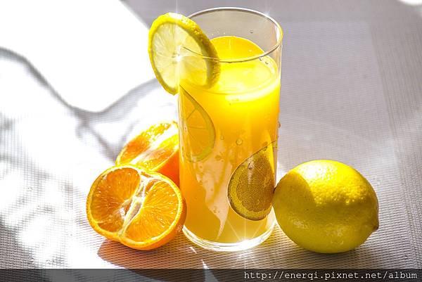 fruit-juice-1332072_1920.jpg