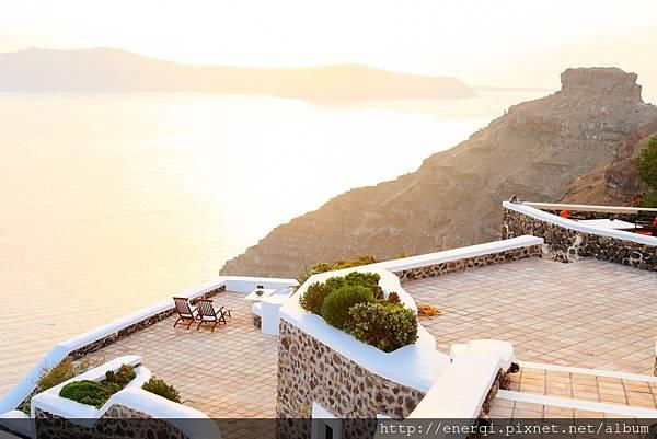 terrace-1030758_1920.jpg