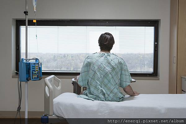 patient-at-hospital_HFGda-AHs.jpg
