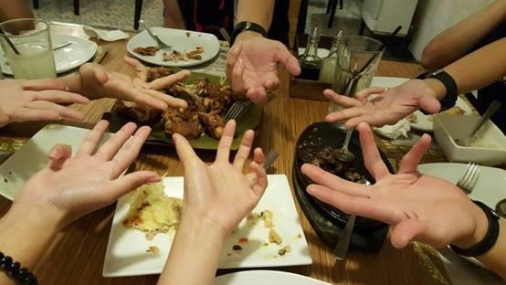 [轉載自English FELLA台灣專屬部落格] English Fella -- 這一次為大家介紹一家菲律兵當地的一家連鎖餐廳~~CHIKAAN~~