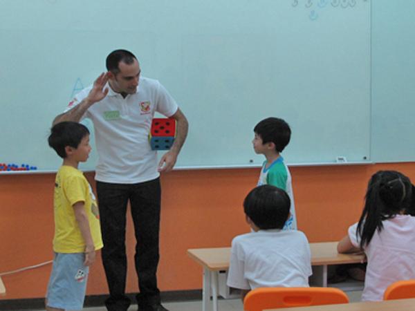 唐威廉美語表示,英語不只是考試科目 更是成為全球化公民溝通的語言