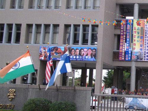 引進外籍教師 美語教學不該是「八國聯軍」高掛「萬國旗」