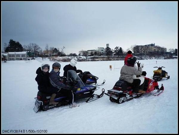 雪上摩托車.JPG