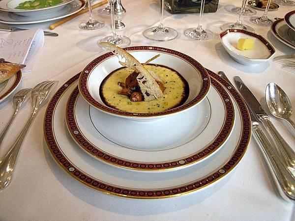 800px-Cuisine_Trois_étoiles_.jpg