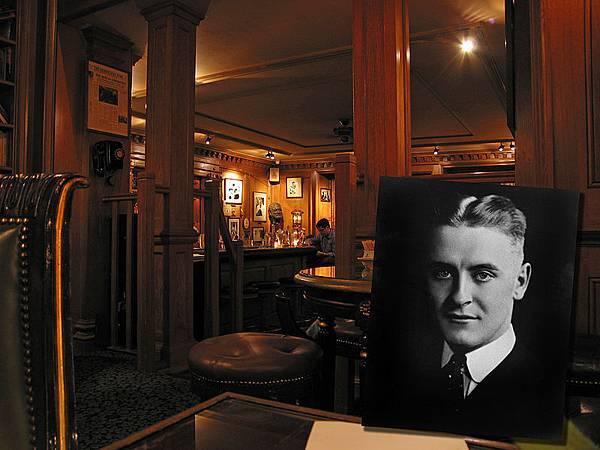 800px-Bar_Hemingway_Ritz2.jpg
