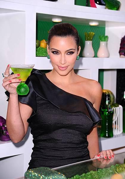 M017-Kim Kardashian.jpg