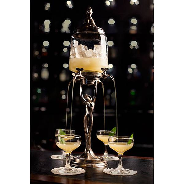 the-eau-de-vie-bars-serve-their-cocktail-in-absinthe-fountains2.jpg