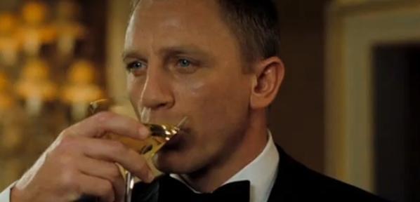 Casino-Royale-Daniel-Craig-drinking-martini.jpg