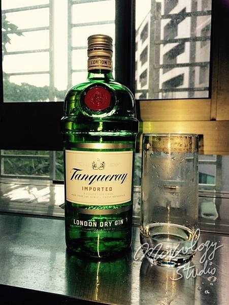 Bar05-10 目測倒琴酒.jpg