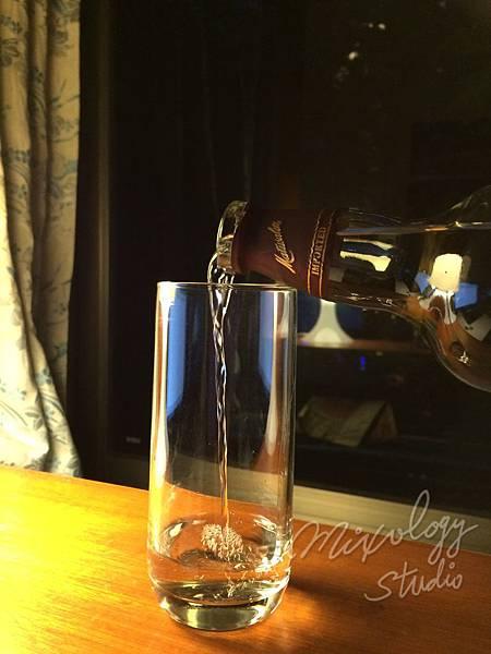 Bar07-07 目測倒蘭姆酒.JPG