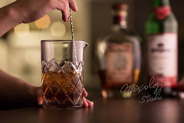 MS26-04 日式調酒杯為寬口、直筒設計.jpg