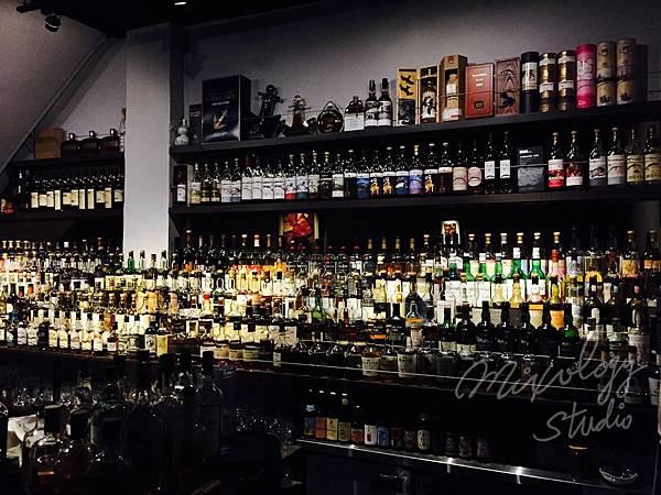AL02 酒牆.jpg
