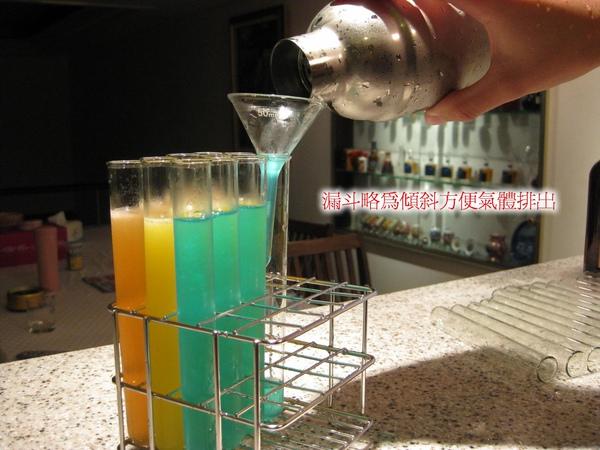A14-004倒酒.jpg