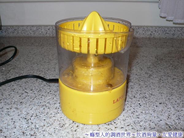 (1-2)011電動榨汁器.jpg