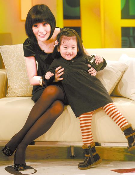 賈靜雯與女兒.jpg