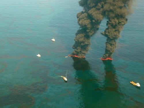 5月19日发布的航拍照片显示 墨西哥湾 深水地平线 钻井平台泄漏.jpg