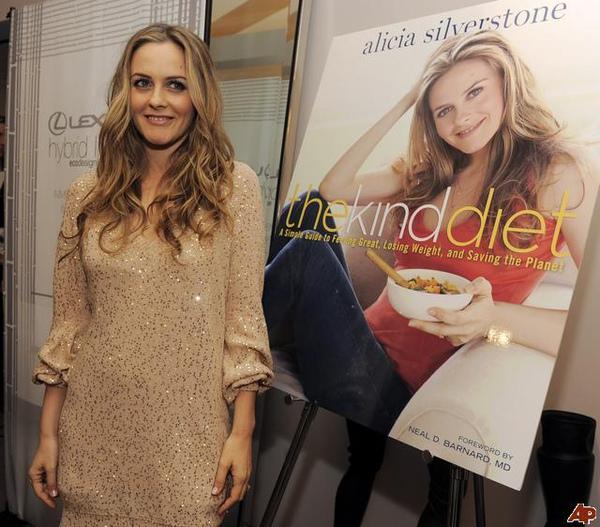 alicia-silverstone-2009-10-15-0-51-11.jpg
