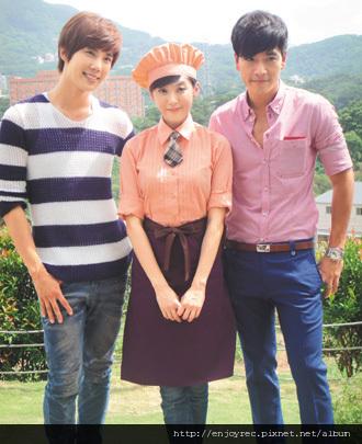 朴政珉(左起)、林逸欣、王傳一合作「翻糖花園」,默契不錯。