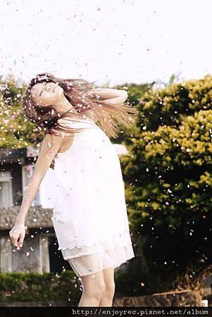 蔡黃汝豆花妹拍攝「空氣人形」MV