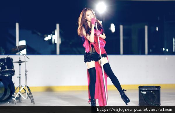 弦子華語樂壇首支冰上MV《逆風的薔薇》