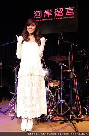蔡黃汝(豆花妹)蕾絲裝小露事業線舉行出道以來首次售票音樂會
