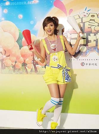蔡黃汝豆花妹代言《吞食天地 3 Online》