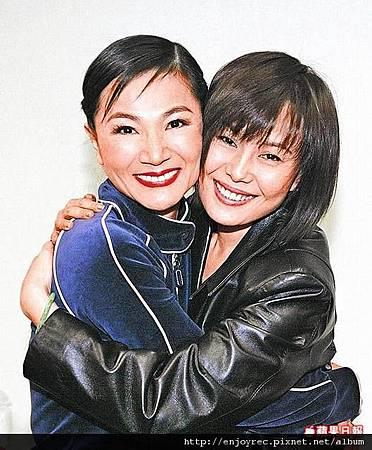鳳飛飛9年前復出演唱會,江蕙(右)以粉絲身分到場欣賞探班。