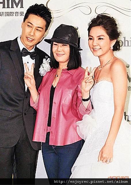 江蕙(中)是Ella(右)跟馬來糕婚禮的重量級賓客。
