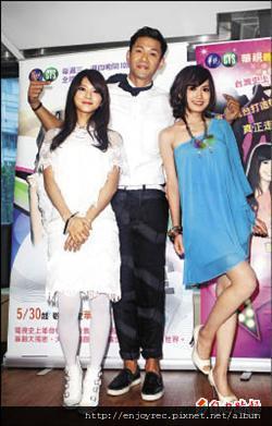 「豆花妹」蔡黃汝(左起)、「黑人」陳建州、翁滋蔓,一同出席為華視新節目造勢。