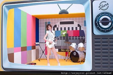 林逸欣拍公主沒病MV特製超大電視機佈景