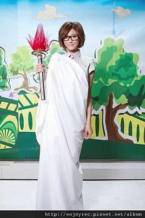 林逸欣拍公主沒病MV扮KUSO自由女神