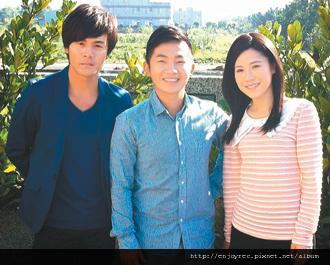 吳申梅(右)初次演戲,受黃文星(左)和蔡昌憲照顧不少。