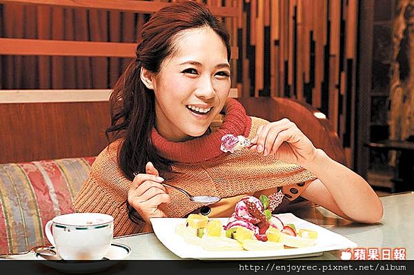 【義式屋古拉爵】 草莓、香草冰淇淋搭配巧達片蛋糕和酥脆餅乾,讓申梅直呼好幸福。