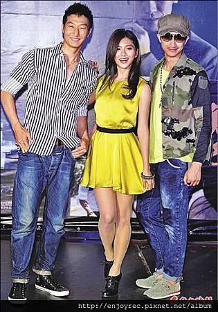 蔡黃汝(中)笑說洪天祥(左)的外型加上邱凱偉(右)的個性,就是她最愛的男生類型。