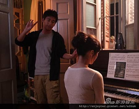 張默飾演的阿明和林逸欣飾演的李清子是一對戀人