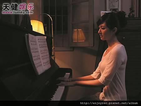最火音樂正妹內地首秀林逸欣本色演<鋼琴木馬>