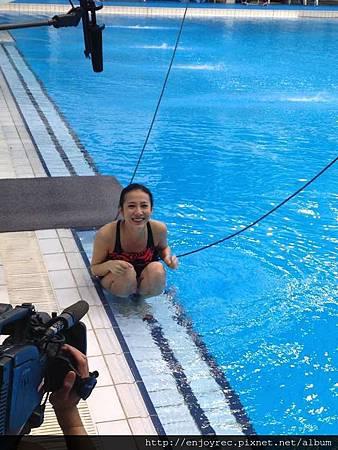 弦子在跳水訓練泳池受訓