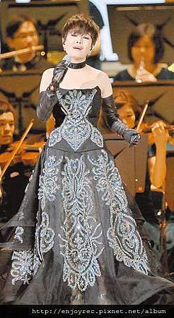 ↑江蕙在演唱會上,唱出許多異鄉遊子思鄉心聲。(資料照片)