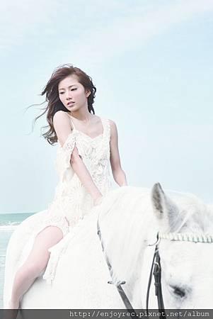 蔡黃汝與白馬合照 (3) (1)