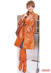 戴佩妮不怕撐不起Celine長風衣_2009.7.1蘋果日報