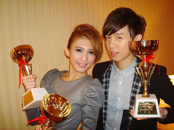 戴佩妮方炯鑌師姐弟同台獲獎_2.JPG