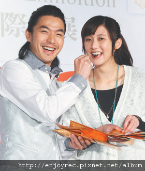 李威(左)與林逸欣昨為「艋舺燿輝」造勢。記者陳瑞源/攝影