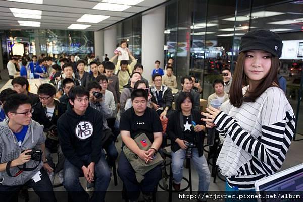 張萱妍受邀至Apple Store演講 受到熱烈歡迎