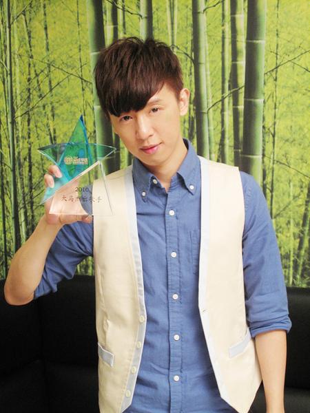 方炯鑌榮獲第十屆《全球華語歌曲排行榜之大馬傑出歌手獎》
