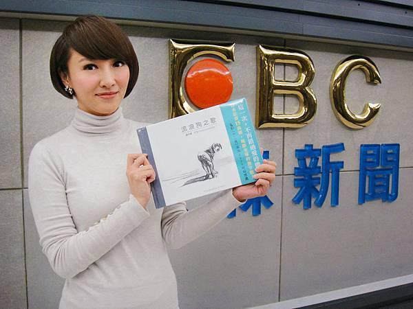 劉芯彤用行動支持經典繪本和流浪動物(照片提供:台灣亮光文化)