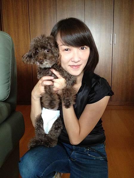 不忍放棄生病的愛犬,劉芯彤不惜砸重金。(照片提供:劉芯彤)