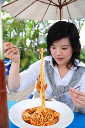 忘了什麼名字的好吃的麵+大隻的蝦子