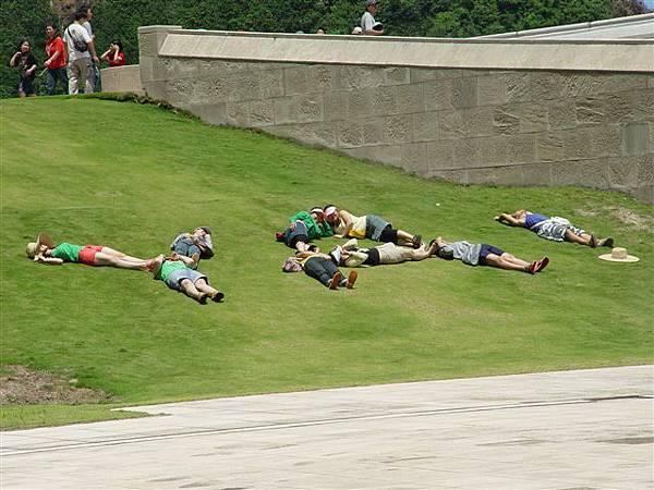 一群大學生在排YA!