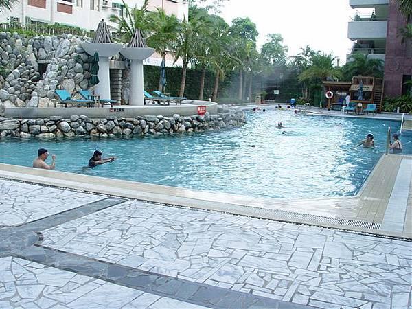 那魯灣露天游泳池