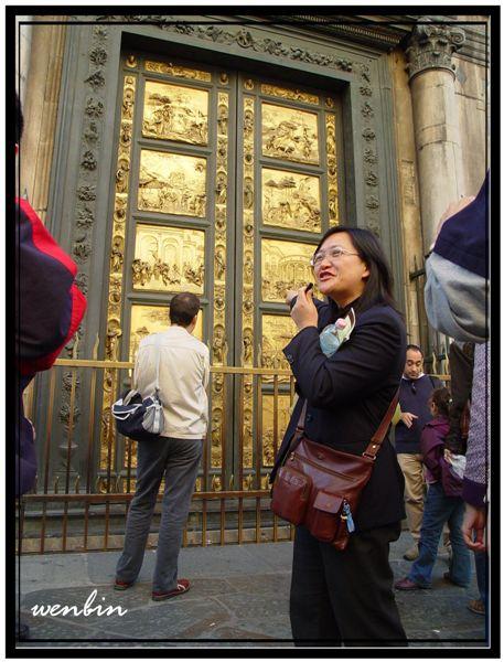 八角形的洗禮堂的天堂之門